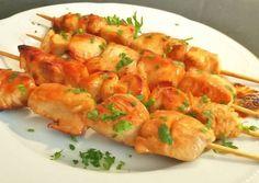 Brochetas de pollo marinadas Food Truck, Low Carb Recipes, Tapas, Catering, Shrimp, Chicken Recipes, Sandwiches, Menu, Lights