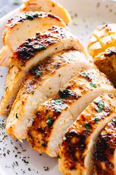Juicy Oven Baked Chicken Breasts Baked Chicken - This juicy baked chicken breast always comes out perfect! Say goodbye to drying chicken with this easy recipe for tender and delicious chicken breast. Oven Chicken Recipes, Cooking Recipes, Healthy Recipes, Chicken Beast Recipes, Simple Baked Chicken Recipes, Seasoned Baked Chicken Recipe, Roast Chicken Breast Recipes, Chicken Breast Marinades, Ta Tas