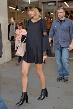 tayswiftdotcom:  Shopping on Regent Street in London, England 9/7/14 (x)