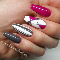 Interesting transition from one color to the other with the two accent nails