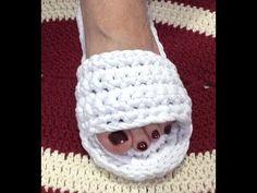Crochet Shoes Pattern, Knitted Slippers, Crochet Slippers, Diy Crafts Crochet, Crochet Gifts, Crochet Yarn, Baby Knitting Patterns, Sewing Patterns, Crochet Patterns