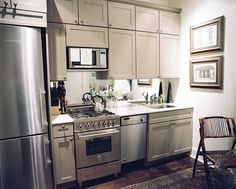 Small Kitchen design ideas and photos to inspire your next home decor project or remodel. Check out Small Kitchen photo galleries full of ideas for your home, apartment or office. Small Space Kitchen, Mini Kitchen, Kitchen And Bath, New Kitchen, Kitchen Dining, Small Spaces, Kitchen Cabinets, Gray Cabinets, Compact Kitchen