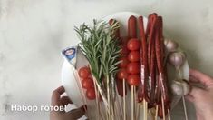 Мужской букет. Подарок мужчине на 23 февраля своими руками. Man Bouquet, Food Bouquet, Food Gifts, Diy Gifts, Diy Man, Vegetable Bouquet, Italian Themed Parties, Birthday Room Decorations, Diy And Crafts