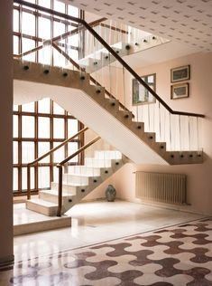 Ambra Medda opens (and narrates) villa Borsani - Domus Italian Home, Italian Villa, Vintage Interior Design, Vintage Interiors, Villa Necchi, Modern Staircase, Floor Patterns, Stone Tiles, Interior And Exterior