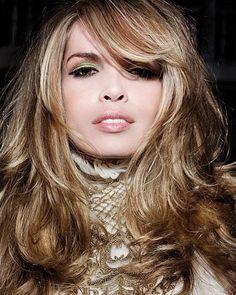 Bei Tigi Hair sorgen blonde und braune Strähnen für tolle Reflexe im Haar.(Bild: Tigi Hair)