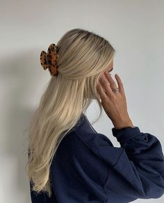 Blonde Hair Looks, Aesthetic Hair, Blonde Aesthetic, Aesthetic Fashion, Corte Y Color, Pretty Hairstyles, Blonde Hairstyles, Wedding Hairstyles, Easy Hairstyles
