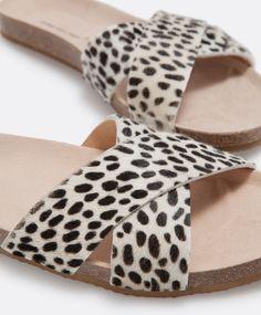 Bio animal print sandals with crossover straps - OYSHO