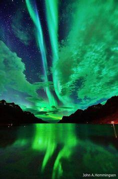 Aurora Borealis over Ersfjordbotn, Tromsø, Norway.