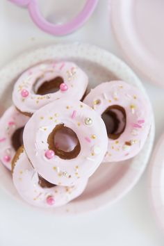 EASY DECORATED PINK AND WHITE SPRINKLED DONUT RECIPE | Best Friends For Frosting