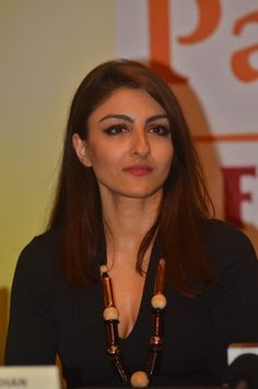 Soha Ali Khan And Kunal Khemu At Lifestyle Event  http://www.myfirstshow.com/gallery/events/view/16980/.html
