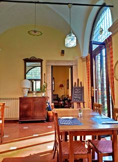 Il Circolo della Pipa, in Roma - Italy A small and cozy restaurant where it is nice to slow down for lunch or dine outside in the good season.