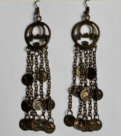 Gipsy Oorbellen met 2 ringen, versierd met kleine muntjes KOPER kleurig, 5 kettinkjes - 9,5 cm hoog / 9,5 cm high - Gypsy Earrings with small coins hanging down from 2 rings BRASS color, 5 chains