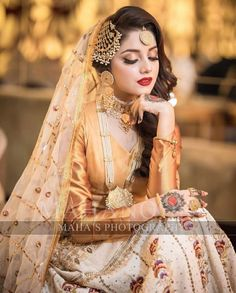 A Guide To Bridesmaids Dresses. Picking bridesmaids gowns is no simple job, but it is among the most interesting and typically the most emotional parts of the wedding planning proc Pakistani Bridal Hairstyles, Pakistani Bridal Makeup, Bridal Mehndi Dresses, Indian Bridal Outfits, Pakistani Wedding Outfits, Bridal Dress Design, Nikkah Dress, Wedding Lehnga, Pakistani Mehndi