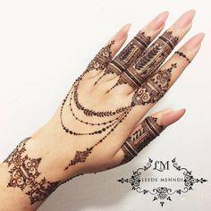 """16.5k Likes, 38 Comments - ✨ Daily Henna Inspiration ✨ (@hennainspo_) on Instagram: """"love henna feet // by @aroosa_shahid #hennainspo_"""""""