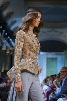 Elie Saab 2017 Haute Couture show live from Paris Live Fashion, Fashion Show, Fashion Looks, Fashion Design, Women's Fashion, Fashion History, Elie Saab Fall, Elie Saab Couture, Runway Fashion