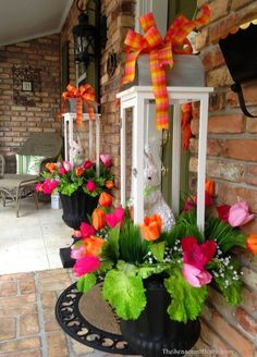Oh my! Love these Easter topiary and the tulip decorations on this porch! Spring Decorating for the Front Porch