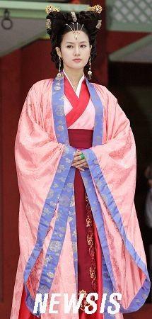 [신돈] 여성의상 Chinese Traditional Costume, Korean Traditional, Traditional Fashion, Traditional Dresses, Dynasty Clothing, Korean Princess, Historical Hairstyles, Korea Dress, Korean Drama Movies
