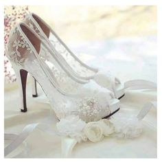 """405 Likes, 9 Comments - Casada e Feliz (@noivaseideias) on Instagram: """"Porque seus passos merecem destaque no seu grande dia!! #inspiração #momentos #detalhes #wedding…"""""""