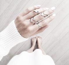 Gekreuzter Ring mit elliptischem Design. Hier entdecken und shoppen: http://sturbock.me/Uw0