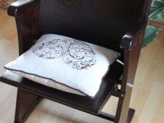 retro sedačka značky TON z kina zariadeného v roku 1940 Cinema Seats, Vanity Bench, Bed Pillows, Pillow Cases, Chairs, Living Room, The Originals, Retro, Furniture