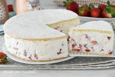 La TORTA DELIZIOSA alle FRAGOLE e' una dei dolci piu' freschi e facili da fare, ha pochi ingredienti e tantissime fragole nella farcitura Köstliche Desserts, Delicious Desserts, Dessert Recipes, Yummy Food, Torte Cake, Cake & Co, Kenwood Cooking, Cheesecake, Italian Cake