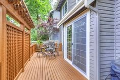 Craftsman Deck with Fence
