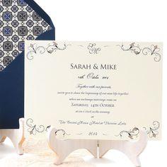 Wedding invitation with elegant pattern in navy blue and beige: Padua. Invitación de boda clásica y elegante en azul marino. www.azulsahara.com