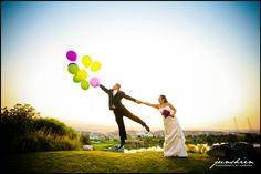 Fun wedding photos with balloons!