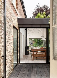 Kirkwood McCarthy adds zinc-clad garden wing to north London house (Dezeen) House Extension Design, Glass Extension, Extension Designs, Extension Ideas, Side Extension, House Design, Zinc Cladding, House Cladding, London Architecture