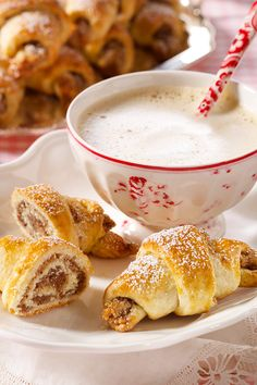 Nusshörnchen Rezept For breakfast, brunch or afternoon coffee: The deliciously filled mini nut crois Nut Recipes, Easy Cookie Recipes, Fish Recipes, Baking Recipes, Cake Recipes, Dessert Recipes, Desserts, Food Cakes, Breakfast Desayunos