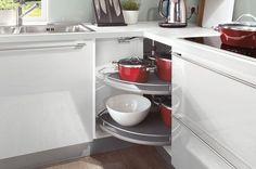 System do szafek narożnych. Karuzela w kuchni Artii – drzwi otwierają się do środka, rozwiązanie do szafek.