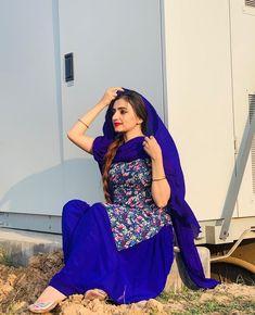 Punjabi Suit Neck Designs, Patiala Suit Designs, Neck Designs For Suits, Kurti Designs Party Wear, Lehenga Designs, Pakistani Dress Design, Punjabi Salwar Suits, Punjabi Dress, Ladies Suits Indian