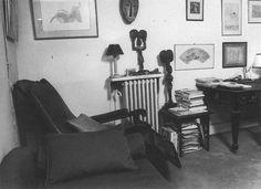 Divan et bureau du cabinet de Jacques Lacan -