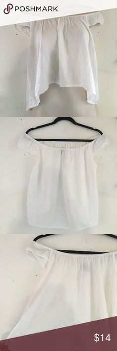 Cute white off the shoulder top In great Condition only worn once Forever 21 Tops Crop Tops
