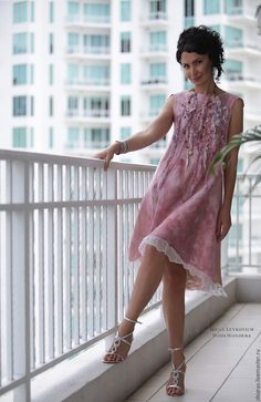 Купить или заказать платье из шелка и шерсти 'Лепестками роз 2' в интернет-магазине на Ярмарке Мастеров. Мое новое творение- платье А-силуэта. Легкая вариация на тему моего предыдущего платья 'Лепестками роз'. Такая универсальная форма украсит любой тип фигуры. Вы можете приобрести видео класс с подробными инструкциями по изготовлению данного войлочного изделия. С описанием используемых материалов и множеством авторских наработок. Это платье уже нашло свою хозяйку, но Вы может...