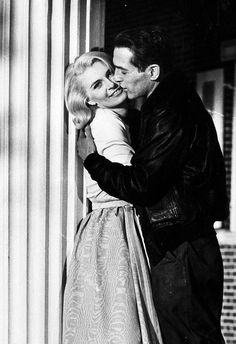 classic actresses Paul Newman and Joanne Woodward on From the Terrace. Hollywood Couples, Vintage Hollywood, Classic Hollywood, Classic Actresses, Actors & Actresses, Triquetra, Paul Newman Joanne Woodward, Celebrities Then And Now, Famous Couples