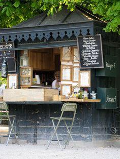 street cafe in Paris via pour toujour