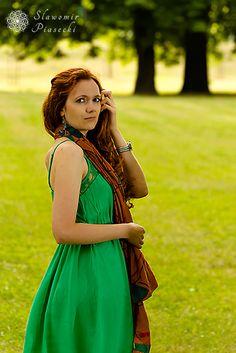 #ruda #kobieta #rude #włosy #długie #kolczyki #portret #profil #portrait #photo #artist #sławomirpiasecki #photography #poznań #długiewłosy #redhead #poland #redhair #drzewa #tree #green #zielony #sukienka #dress