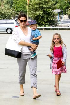 Jennifer Garner gives a sweet kiss to her little man Samuel – Gallery Photo 5 | Celebrity Baby Scoop