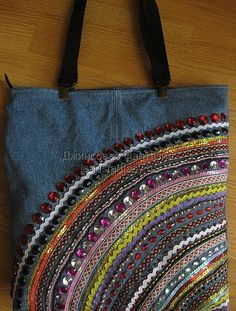 Best 12 denim bag with your hands 45 bags here no patterns but lots of ideas – SkillOfKing. Jean Crafts, Denim Crafts, Patchwork Bags, Quilted Bag, Denim Purse, Denim Bags From Jeans, Recycle Jeans, Diy Jeans, Denim Ideas