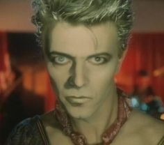 The makeup artist for this video was breathtakingly brilliant. I've watched this video countless times (Blue Jean is not one of my favorites) because I can't take my eyes off of Bowie's face. Bravo, whoever you are!!