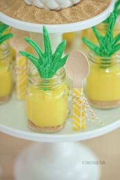 Pretty pineapple desserts - cute idea for a Moana birthday party or Hawaiian party