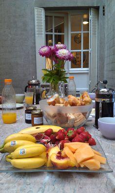 Paris: Ile Saint-Louis. Breakfast on the terrace.