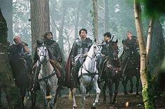 """Clive Owen (Arthur), Ioan Gruffudd (Lancelot), Mads Mikkelsen (Tristan),   Joel Edgerton (Gawain), Hugh Dancy (Galahad), Ray Winstone (Bors) e Ray Stevenson (Dagonet) em Rei Arthur (King Arthur).  1-""""Não existe morte pior que o fim da esperança.""""  2-""""Um homem que nada teme é um homem que nada ama. Mas se não amares nada, que prazer a vida tem para te dar?"""""""