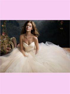 the best lazarro ever made. White Ball Sweetheart Tulle Wedding Dress. omg.