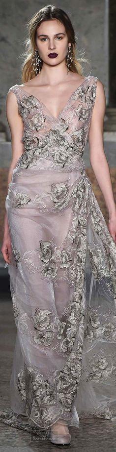 Luisa Beccaria Fall 2015 Ready-to-Wear Collection Runway Fashion, High Fashion, Fashion Beauty, Milan Fashion, Beautiful Gowns, Beautiful Outfits, Traje A Rigor, Elie Saab Couture, Haute Couture Fashion