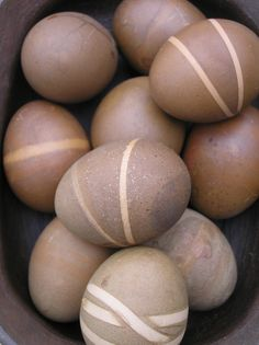 okay, that's it. I'm doing coloring my easter eggs brown this year! Funny, you might ask why I just don't buy brown eggs and decorate them? Good question.