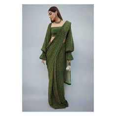 Masaba saree perfect for diwali adorned by Sonam Kapoor Bonafide Fashionista : Sonam Kapoor looks like the epitome of elegance in this emerald printed saree by Masaba. WhatsApp us now for personal shopping experience! Saree Draping Styles, Saree Styles, Dress Indian Style, Indian Dresses, Sari Bluse, Modern Saree, Simple Sarees, Saree Trends, Stylish Sarees