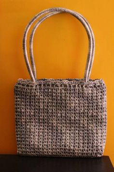 An eye-catching bag that is enjoyable to crochet and practical for using.