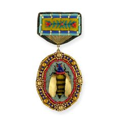 elsita bee medal pin | Elsa Mora is one of the most talented people on the internet. And I imagine she would be lovely in real life.